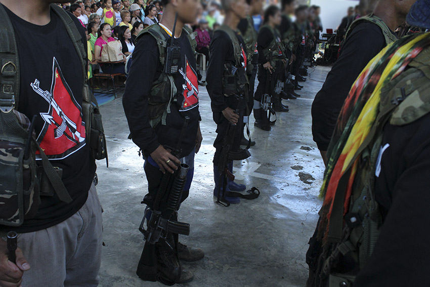OPENING CEREMONY. Before the program proper for the release of the POWs, the NPAs line up for the singing of the Internationale. (Earl O. Condeza/davaotoday.com)