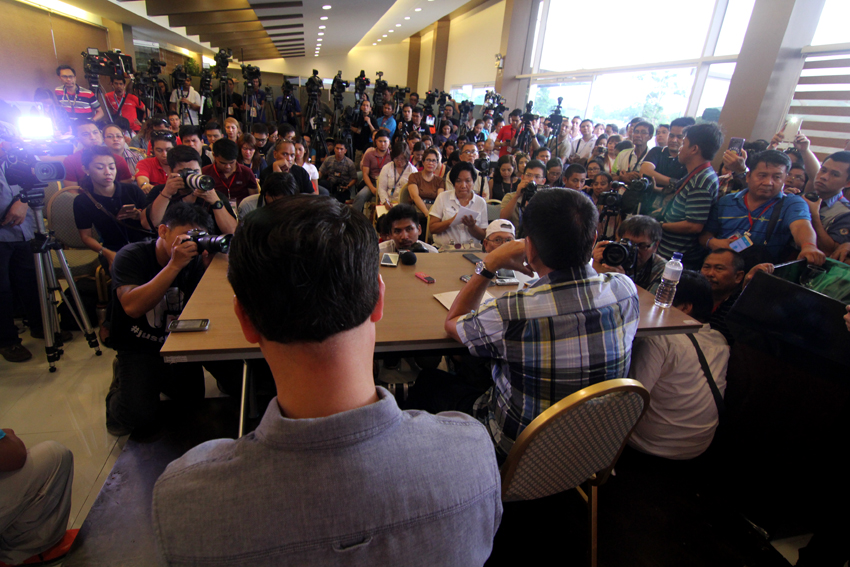 Numerous international, national and local media cramp inside a function room at the Matina Enclaves in Davao City during the first press conference of presumptive President Rodrigo Duterte a week after the elections.(Ace R. Morandante/davaotoday.com)