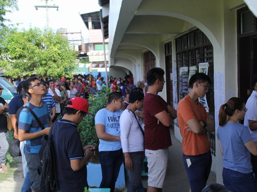 Davao voters flock early as glitches mark elections