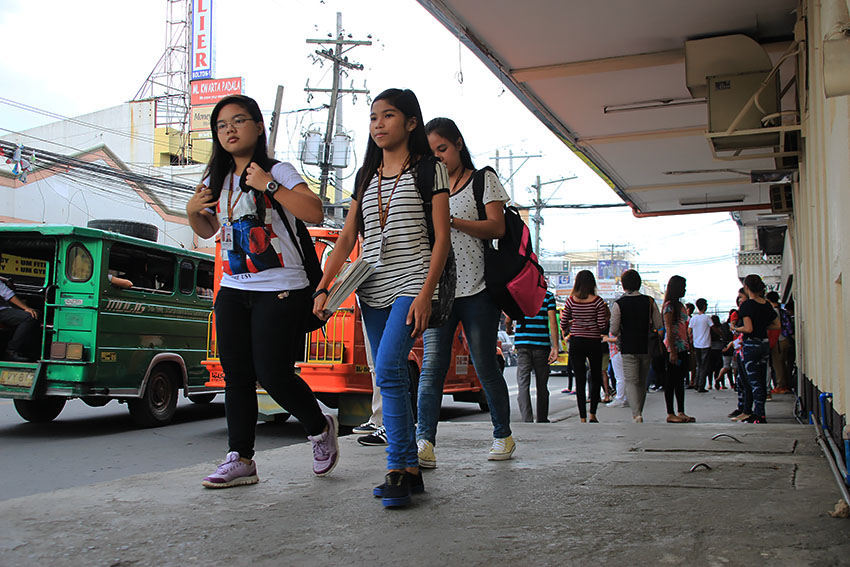 TEENAGE GIRLS. The Population Commission in Region 11 is alarmed with the prevalence of teenage pregnancy in the region. Region 11 has a teenage fertility rate of 17 percent, which is higher than the national average of 14 percent. (Paulo C. Rizal/davaotoday.com)