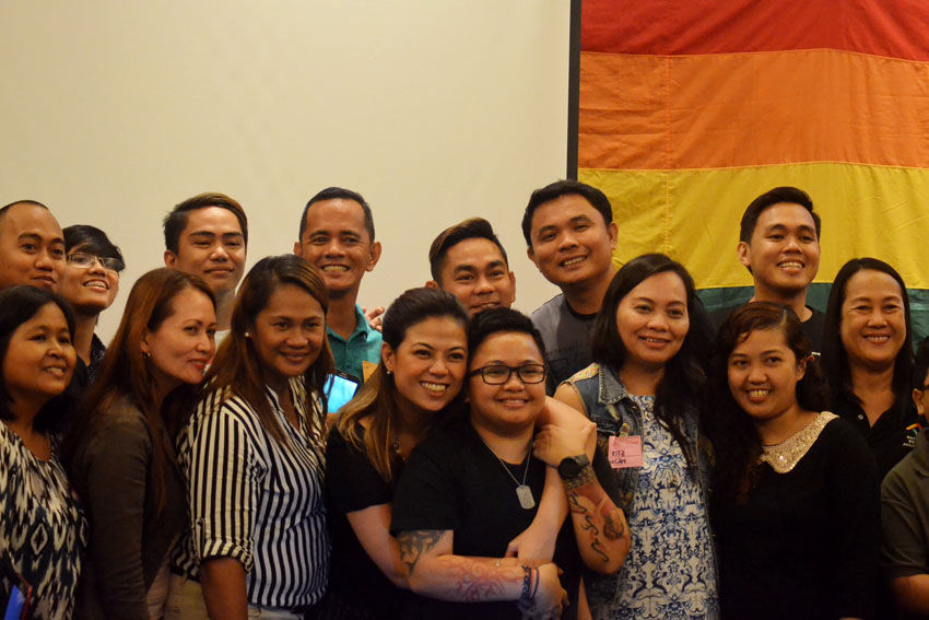Film Development Council Chairperson Liza Diño-Seguerra and husband,  Commissioner Aiza Seguerra of the National Youth Commission pose with journalists during the Pink Ink, a training to empower media practitioners to deal with LGBT human rights issues held at the Seda Hotel in Davao City on Saturday, August 20, 2016. The couple spoke on the topic of SOGIE 101 or Sexual Orientation Gender Identity and Expression. (Zea Io Ming C. Capistrano/davaotoday.com)