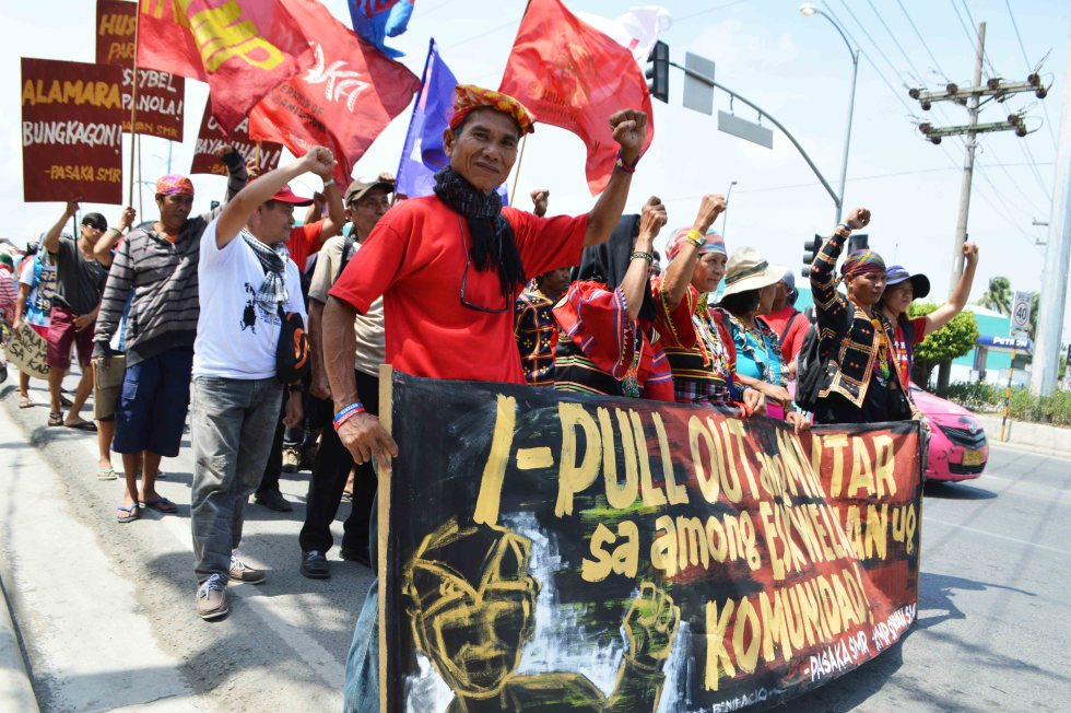 Hundreds of Lumad and farmers gathered in front  of  Eastern Mindanao Command, Camp Panacan in Davao City on Friday morning, August 26 to present their concern regarding militarization of their  communities. The protesters also asked President Rodrigo Roa Duterte to pull out the military from their ancestral lands and to stop Lumads killings. (Medel V. Hernani/davaotoday.com)