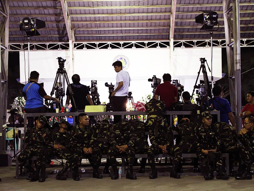 WAITING. Both members of the media and soldiers wait for the arrival of President Rodrigo Duterte at the public wake of the four slain soldiers at Camp Apolinario in Panacan, Davao City late Saturday night, August 6. The soldiers were killed in an encounter with the 8th Pulang Bagani Company of the New People's Army in Monkayo Town, Compostela Valley, Friday morning, August 5. (Paulo C. Rizal/davaotoday.com)