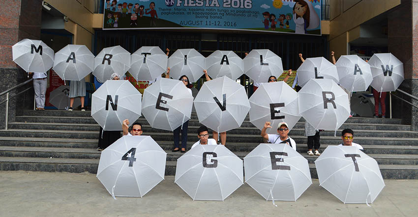 NEVER FORGET. Using umbrellas, members of Konsyensya Dabaw movement call on the public not to forget the Martial Law as they renew their call to President Rodrigo Duterte to have the burial of the late strongman, President Ferdinand Marcos, Sr., in Batac, Ilocos Norte. The group held their protest action in front of the Ateneo de Davao University on Sunday, August 21, 2016. (Medel V. Hernani/davaotoday.com)
