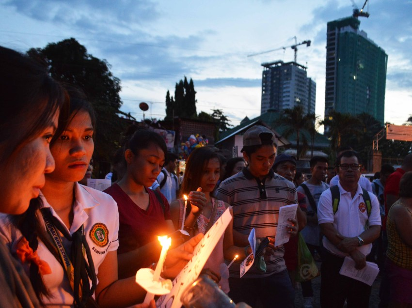 Photos | Prayers continue to pour for victims of Davao bombing