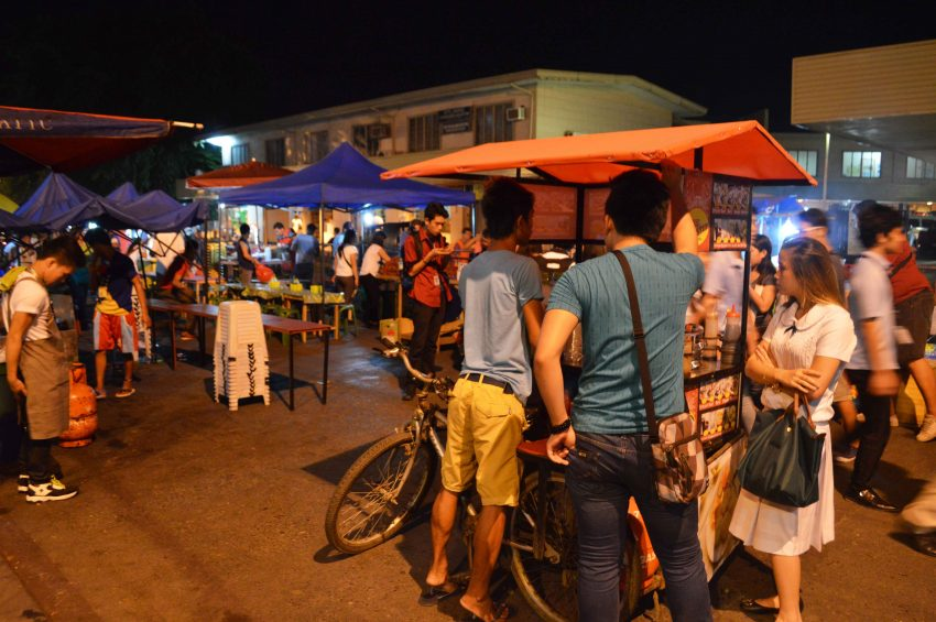 Students, office workers and construction workers pour in Roxas night market in Davao City enjoying variety of street food. (Medel V. Hernani/davaotoday.com)