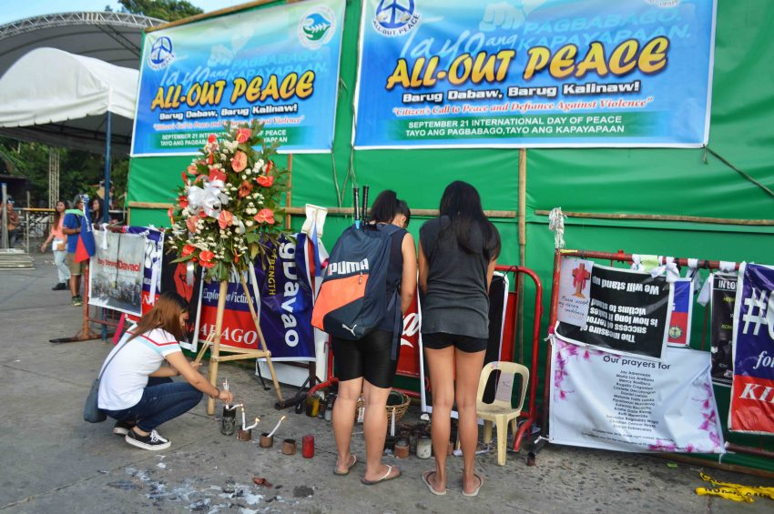 Students continue to offer prayers for the victims of the Roxas night market bombing in Davao City. (Medel V. Hernani/davaotoday.com)