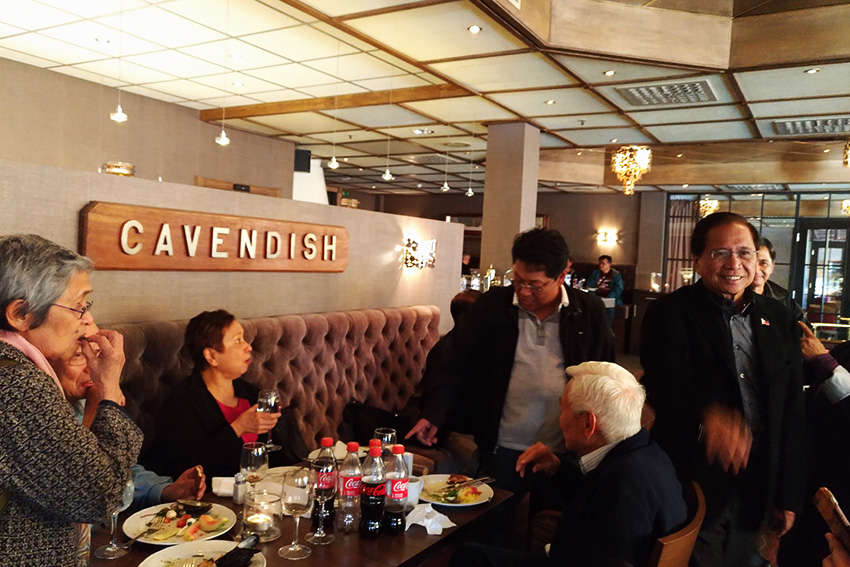 Government chief negotiator Silvestre Bello III and Presidential Peace Adviser Jesus Dureza chat with the National Democratic Front leaders over lunch upon their arrival at the Holmenfjord Hotell in Oslo, Norway on Thursday, October 6, 2016. In photos are (L-R) NDF panel members Juliet De Lima, chief political consultant Jose Maria Sison, and senior political adviser Luis Jalandoni. (Zea Io Ming C. Capistrano/davaotoday.com)