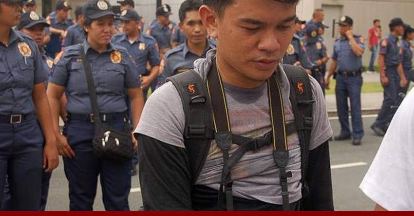violent dispersals Journalist Wences Balanquit of Southern Tagalog Exposure. (Photo by Mayday Productions)