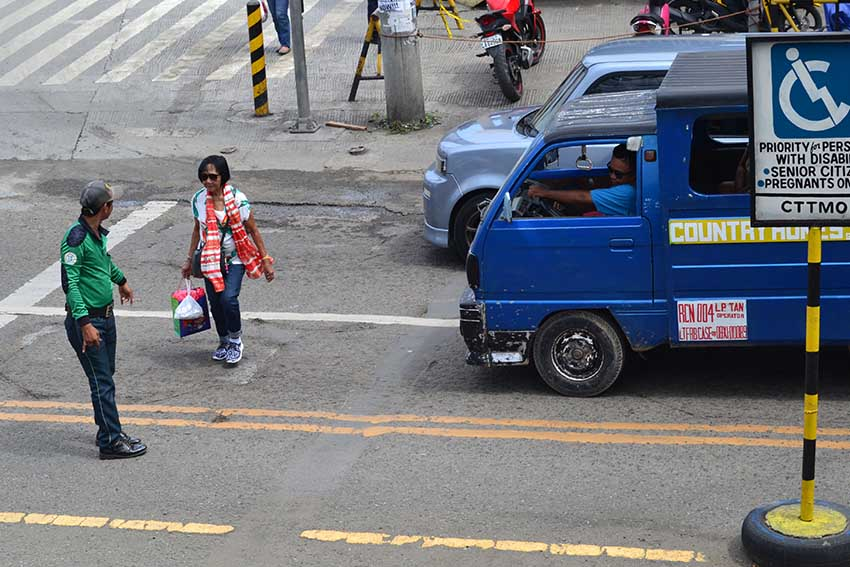 CTTMO: PWD, pregnant, elderly exempted from anti-jaywalking law