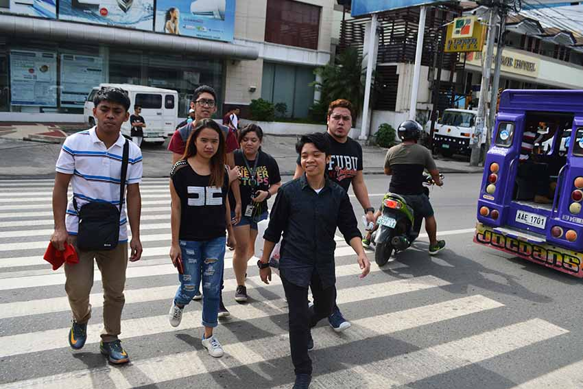 Davao City residents use the pedestrian lane to cross the street, and avoid apprehension by Anti-Jaywalking Unit of the City Traffic and Transportation Management Office on Friday, Dec. 2.  (Medel V. Hernani/davaotoday.com)