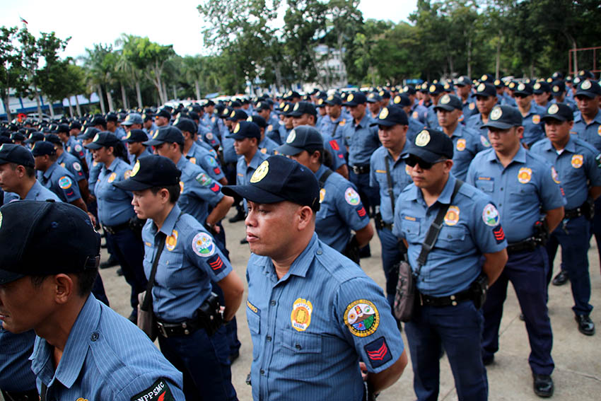 MARCHING ORDERS. Police Chief Supt. Manuel Gaerlan of the Police Regional Office 11 gives his marching orders to almost 1,500 police in formation in the PRO 11 headquarters at Camp Quintin Merecido in Buhangin, Davao City on Monday, Jan. 9 during the deployment of forces for the Association of Southeast Asian Nations summit. Gaerlan said the police should extend their hospitality to the guests that will be attending the summit by ensuring their safety. (Paulo C. Rizal/davaotoday.com)