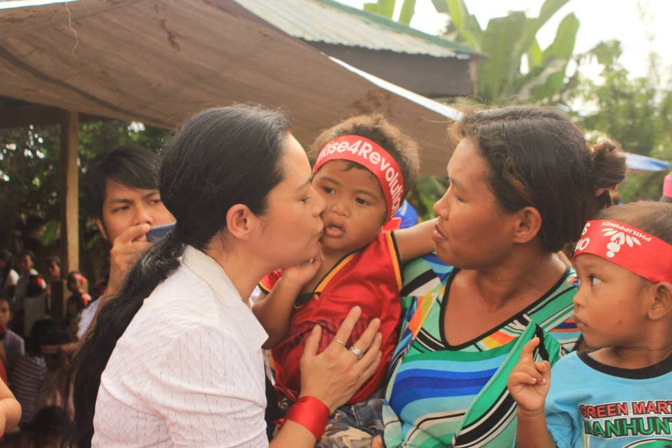 ADVOCACY. Filipino actress Monique Wilson kisses a Matigsalug child during her visit in Barangay Cabalantian in Kitaotao, Bukidnon province on Sunday, Jan. 8 for the One Billion Rising global movement to end violence against women. (Photo by Kilab Multimedia)