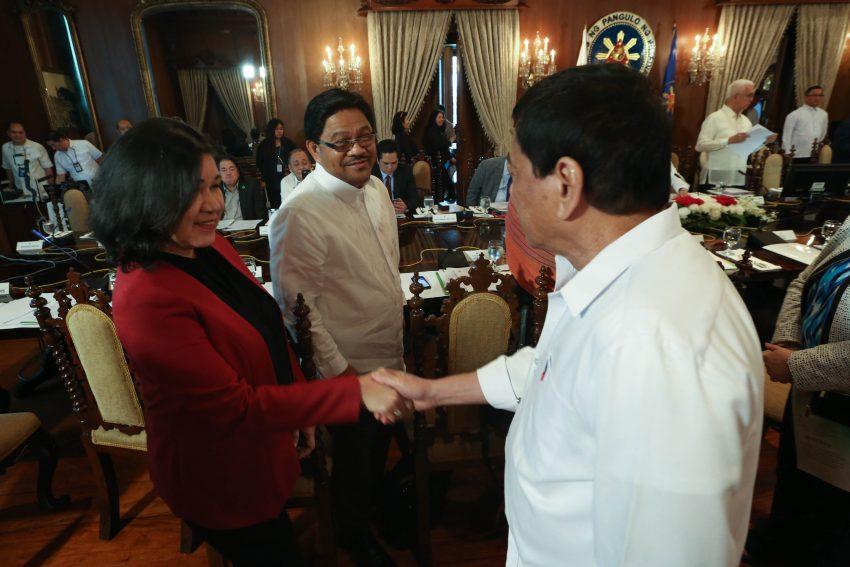 Leftists in Cabinet urge Duterte to continue peace talks