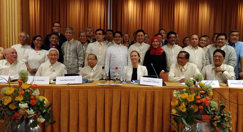Back on the table: Gov't, Reds kick off 4th round of formal talks