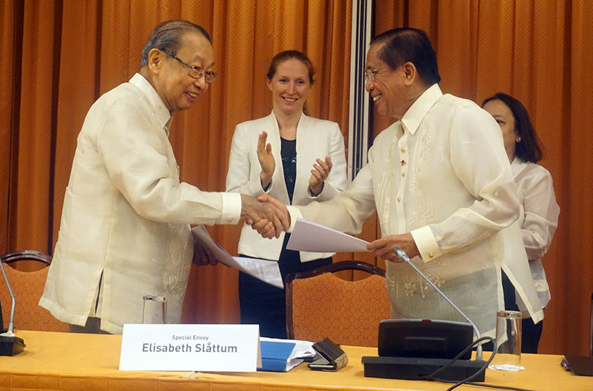 GRP, NDFP to fast-track land distribution, joint ceasefire pact