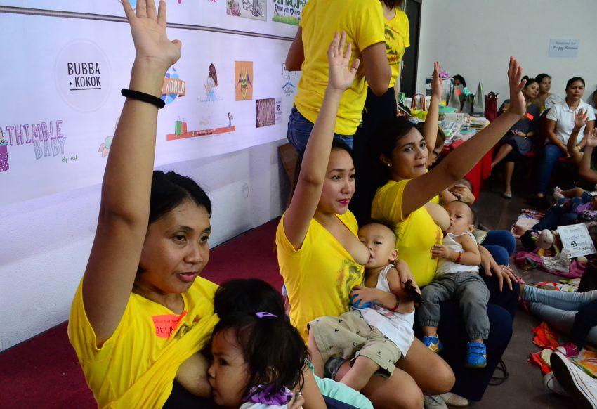 Hakab Na 2017: 200 Dabawenyas simultaneously breastfeed babies