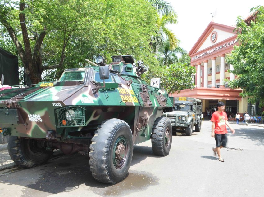 Local legislators back Duterte on extending martial law