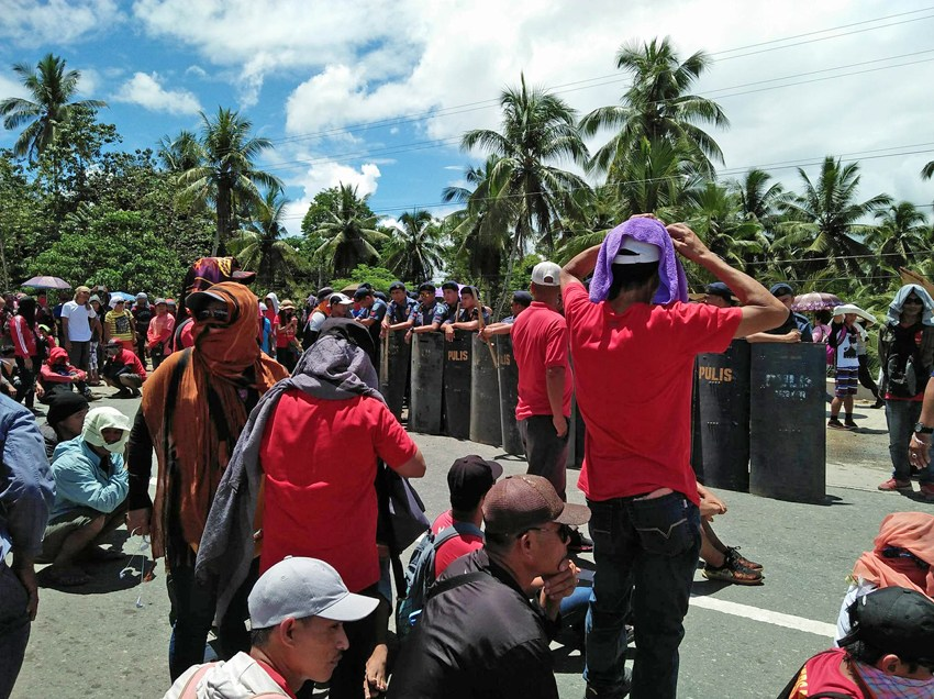 ComVal workers resort to highway barricade after prevented from joining Labor Day rally