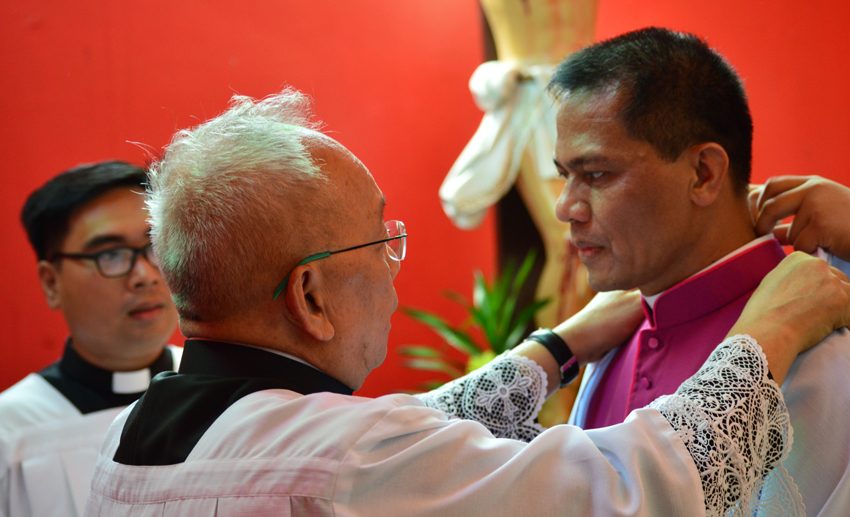 Appointment not a promotion but a mission, Cardinal Tagle reminds newly ordained bishop