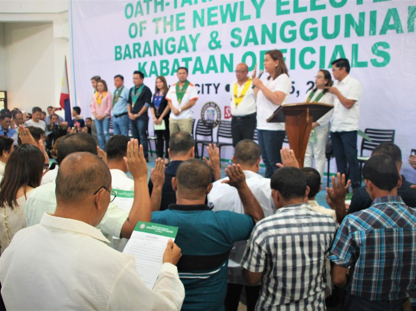Newly-elected Davao City Barangay officials oath taking led by Mayor Sara