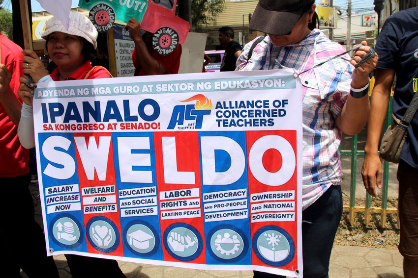 Duterte promises 35% hike on teacher's salary, but without timeline