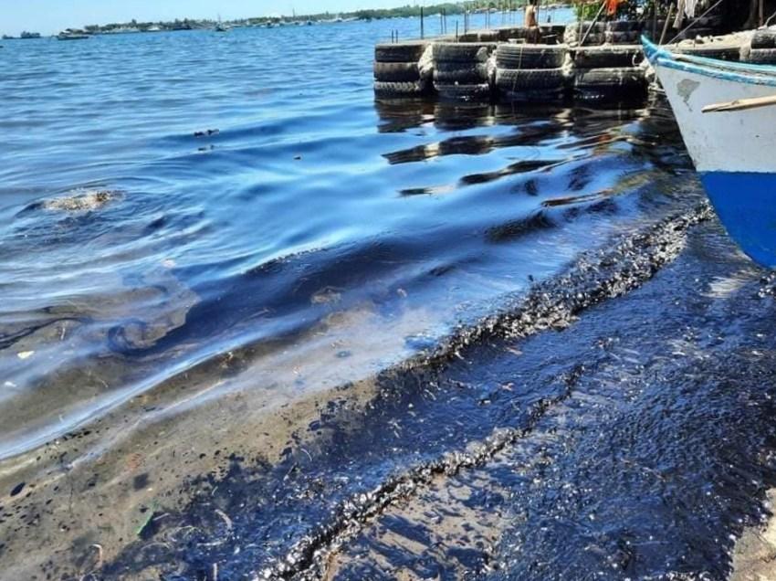 Oil spill in Misamis Oriental coast near extraction