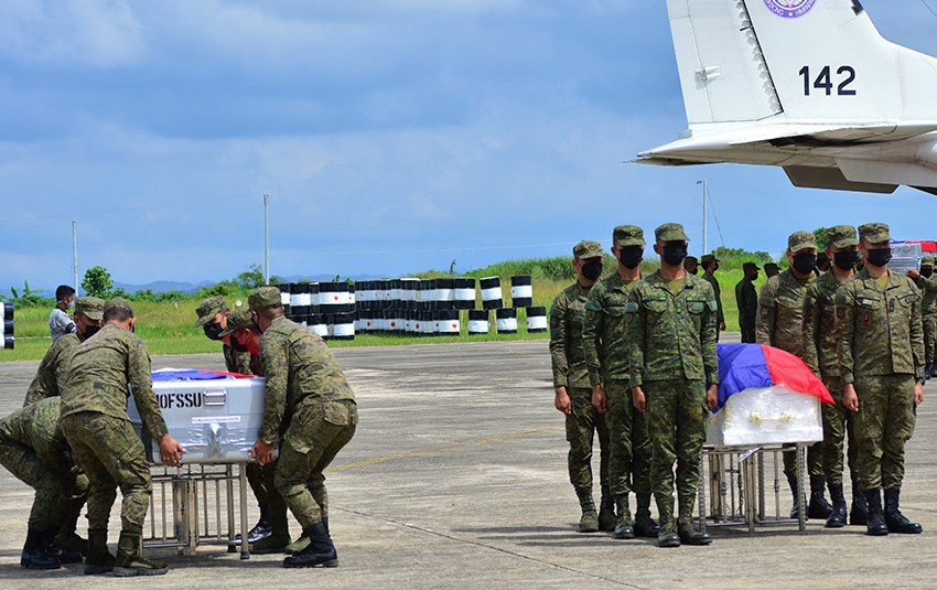4ID hands over 6 remains of soldiers in C-130 crash to their families