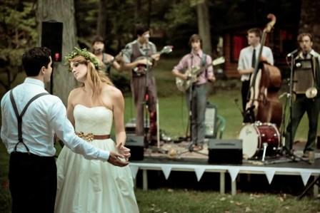 Dig the bluegrass band.
