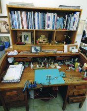Dave's tying desk is tidy!