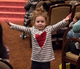 Especially energetic audience member - UCSB Arts & Lectures 1/24/17 Congregation B'nai B'rith