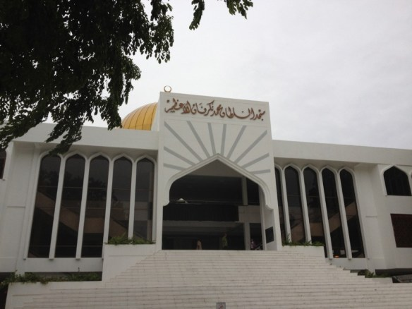 The largest mosque in Male and one of the biggest in asia, the <strong>Grand Friday Mosque</strong> holds 5,000 people for service.