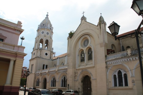 <strong>San Francisco Church</strong> in Plaza Bolivar.