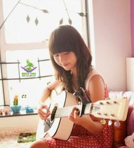 con gái có nên học guitar không