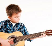 Có nên cho trẻ học Guitar?