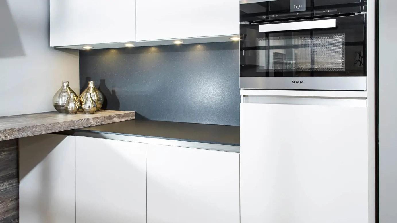 Moderne U Keukens : Keuken in u opstelling moderne greeploze keuken in u opstelling