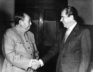 Black & White picture of President Nixon of the USA shaking hands with Chairman Mao of China.
