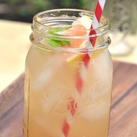 {Thirsty Thursday: Grapefruit & Gin}