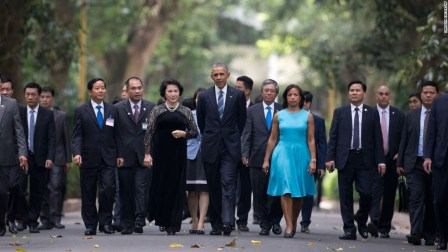 POTUS_Obama visits Vietnam 2