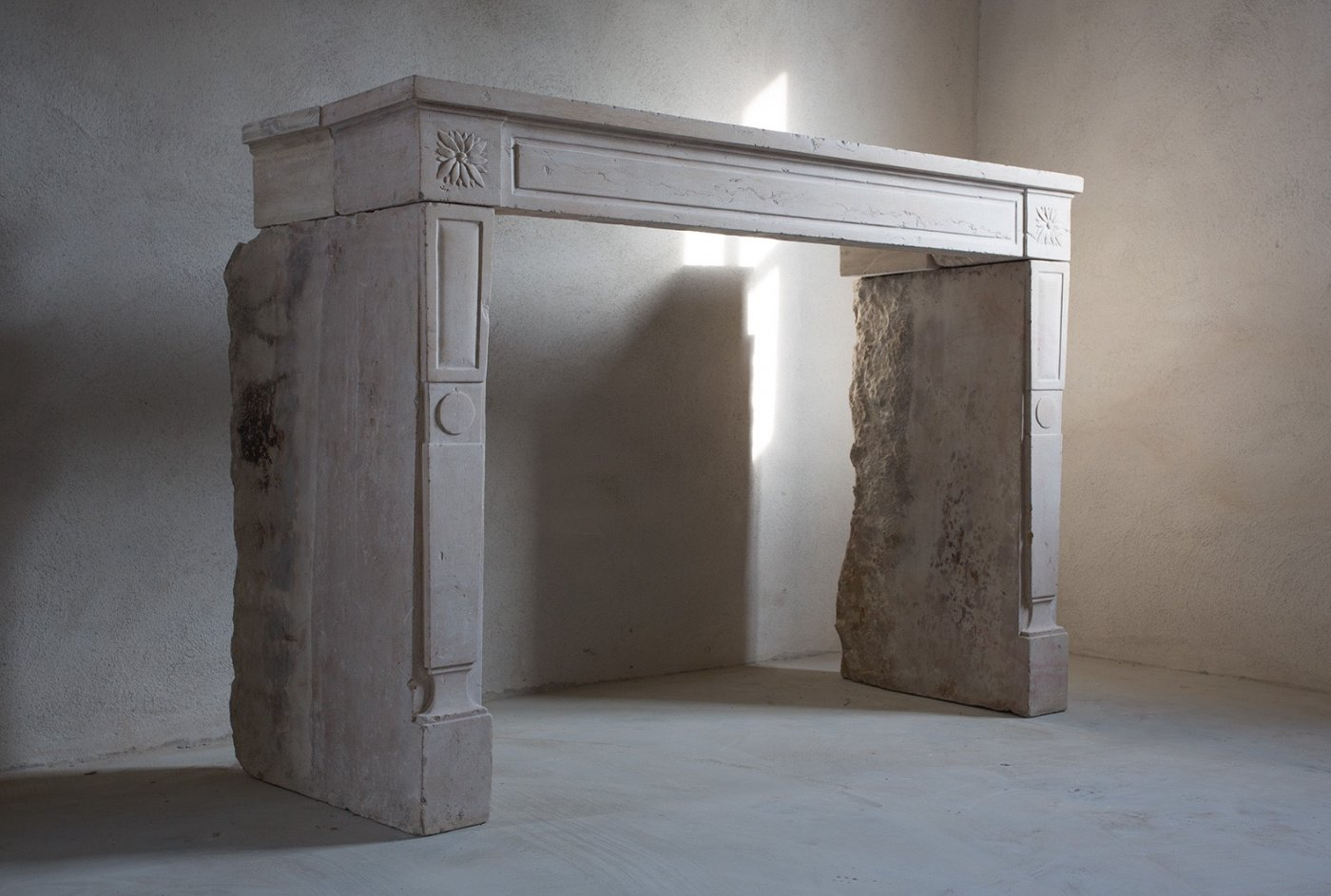 Unique Fireplaces Unique Fireplace Of Limestone De Opkamer Antique Floors And