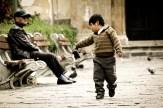 Niño jugando en el centro de La Paz