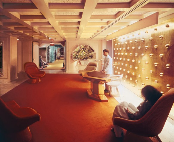 reception to the Windows on the World, designed by Warren Platner - photo by Dwell.com