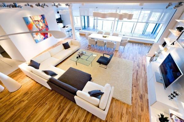 Großartige Wohnung In Loft-Stil-Bodenlange Vorhänge-Parkett Belag