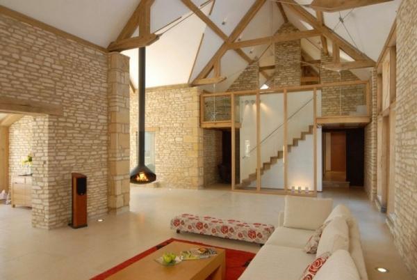 Umgebaute-Scheune-wohnhaus-interieur-design-natursteinwand - wohnzimmer design weiss