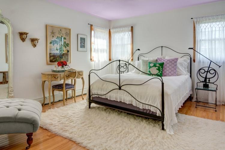 Lila Schlafzimmer gestalten - 28 Ideen für Interieur in Fliederfarbe - schlafzimmer gestalten wandfarbe