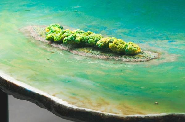 Gaetano Pesces kunstvolle Limited Tisch Kollektion in Wasser-Optik - gaetano pesce tisch kollektion