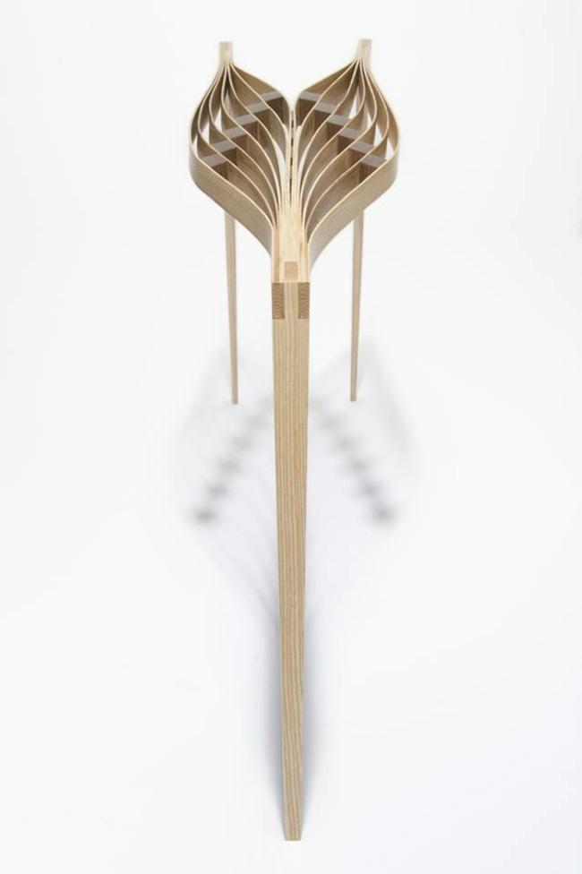 Tisch Aus Holz Mit Skulpturalem Look   Originelle Konzepte Aus Bangkok   Leuchtende  Solar Tisch Foscarini
