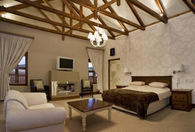 modern-Landhausstil-Holz-Balken-Decke-Schlafzimmer-Pelzjpg (650 - schlafzimmer modern holz