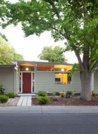 Haus mit Flachdach - Trendige Dachkonstruktion mit langer ...