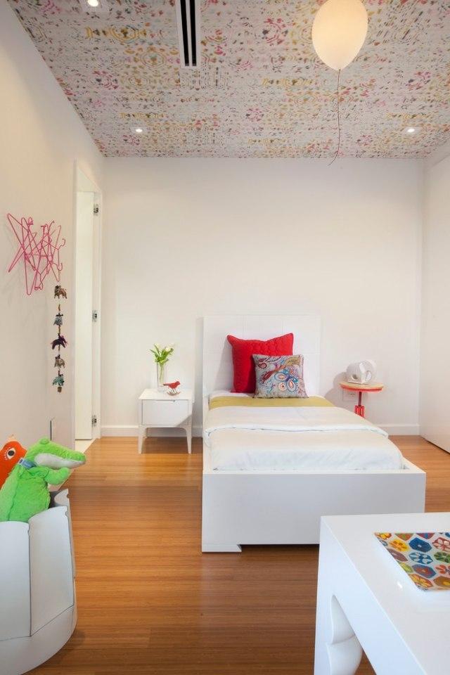 Kinderzimmer gestalten Кreative und farbenfrohe Decke - decke tapezieren
